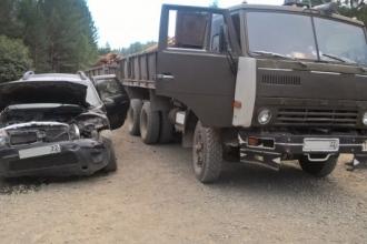 В Алтае легковушка столкнулась с КАМАЗом