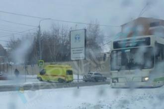 В центре Барнаула легковушка сбила человека и попала под автобус