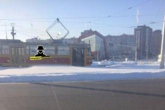 В Барнауле трамвай сошел с рельсов