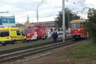 Авария с участием автобуса и трамвая произошла в Барнауле