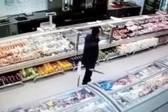 Мужчину, который пугал всех ножом, отправили к медикам