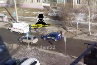 В Барнауле водитель такси сбил женщину