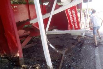 В Барнауле в остановку врезался автомобиль