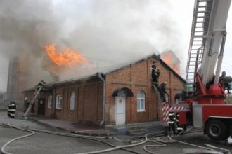 Как тушили возгорание в хозблоке Покровского кафедрального собора в Барнауле