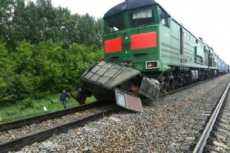 В Алтайском крае произошло столкновение поезда и микроавтобуса