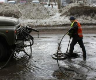 В Северодвинске продолжается откачка воды с улиц