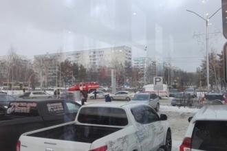 Рядом с ТЦ «Европа» в Барнауле столкнулись два автомобиля