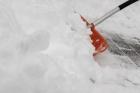 Барнаульцы могут убирать снег за деньги