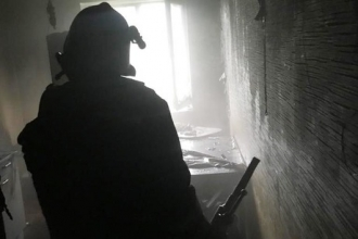 В Барнауле при пожаре спасли двух человек
