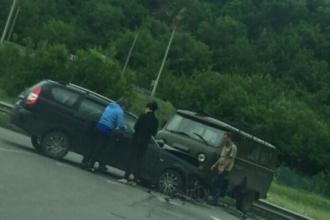 В Барнауле два автомобиля не поделили дорогу